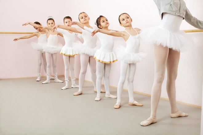 Bên trong ngôi trường sang chảnh chuyên đào tạo ngôi sao mà bé Harper Beckham đang theo học - Ảnh 10.