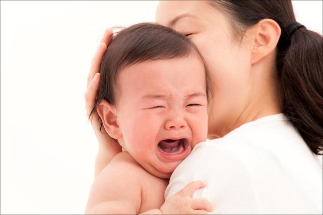 Lý do khiến các mẹ phải cân nhắc thật kĩ trước khi quyết định cho bé bú bình - Ảnh 3.