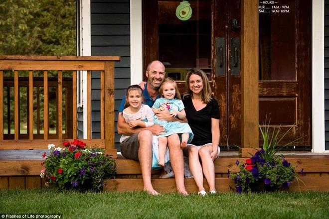 Ngôi nhà mà ông bố tự tay hoàn thành cho 2 cô con gái và câu chuyện khiến ai cũng cảm động - Ảnh 2.