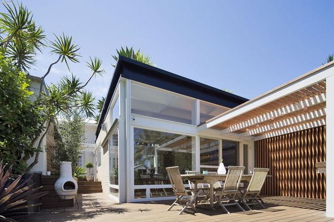 Ngôi nhà mái bằng trang trí theo phong cách hiện đại với điểm nhấn là mái nhà phủ đầy cây xanh - Ảnh 10.