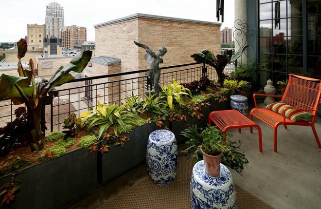 Ban công nhỏ biến thành khu vườn xanh mát đẹp hút ánh nhìn với những ý tưởng đơn giản không ngờ - Ảnh 21.