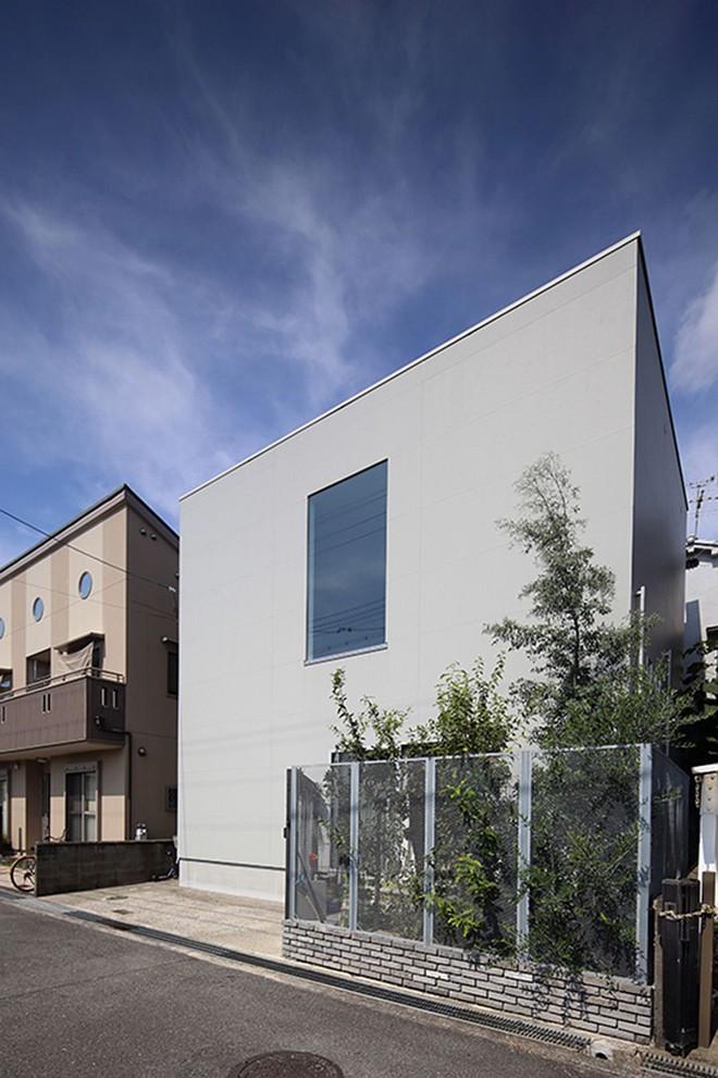 Ngôi nhà ở Nhật Bản chỉ sử dụng chất liệu gỗ, bê tông nhưng có nhiều điều ẩn chứa bên trong ít người biết - Ảnh 1.