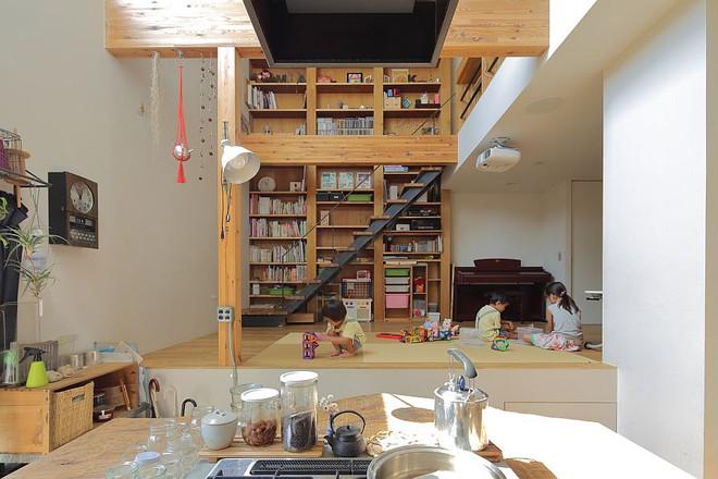 Ngôi nhà ở Nhật Bản chỉ sử dụng chất liệu gỗ, bê tông nhưng có nhiều điều ẩn chứa bên trong ít người biết - Ảnh 2.