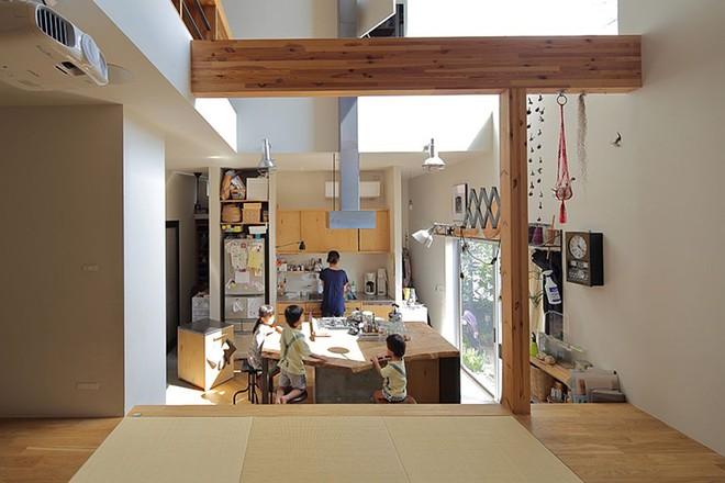 Ngôi nhà ở Nhật Bản chỉ sử dụng chất liệu gỗ, bê tông nhưng có nhiều điều ẩn chứa bên trong ít người biết - Ảnh 3.