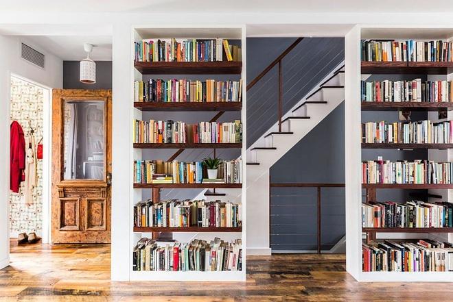 Ngôi nhà 2 tầng tuyệt đẹp dành cho những người yêu sách và âm nhạc - Ảnh 1.