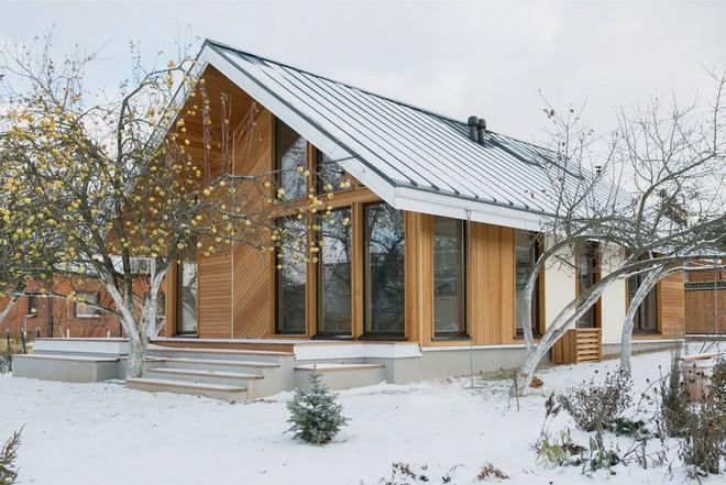 """Với bộ khung được làm hoàn toàn bằng gỗ, ngôi nhà này xứng đáng nhận danh hiệu """"nơi trú ẩn ấm áp"""" nhất hành tinh - Ảnh 1."""