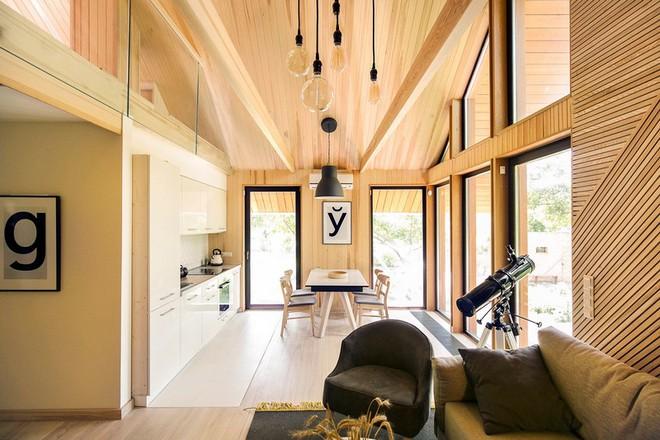 """Với bộ khung được làm hoàn toàn bằng gỗ, ngôi nhà này xứng đáng nhận danh hiệu """"nơi trú ẩn ấm áp"""" nhất hành tinh - Ảnh 4."""