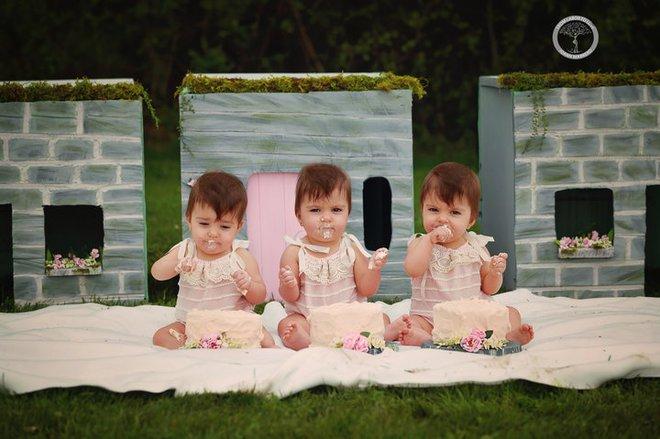 Bộ ảnh ngọt lịm tim của 3 bé sinh ba tự nhiên hiếm gặp trên thế giới - Ảnh 8.