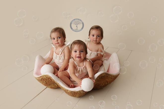 Bộ ảnh ngọt lịm tim của 3 bé sinh ba tự nhiên hiếm gặp trên thế giới - Ảnh 11.