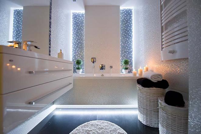 Đèn led – Mẫu đèn lý tưởng để làm bừng sáng phòng tắm gia đình - Ảnh 7.