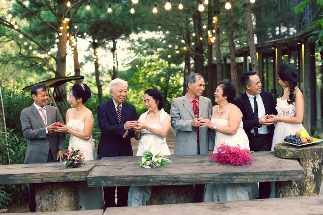 """Cả Hà Nội mới có một gia đình """"yêu tận tim"""": Ông bà, thông gia cưới cùng cô dâu, chú rể vui như thế này! - Ảnh 3."""