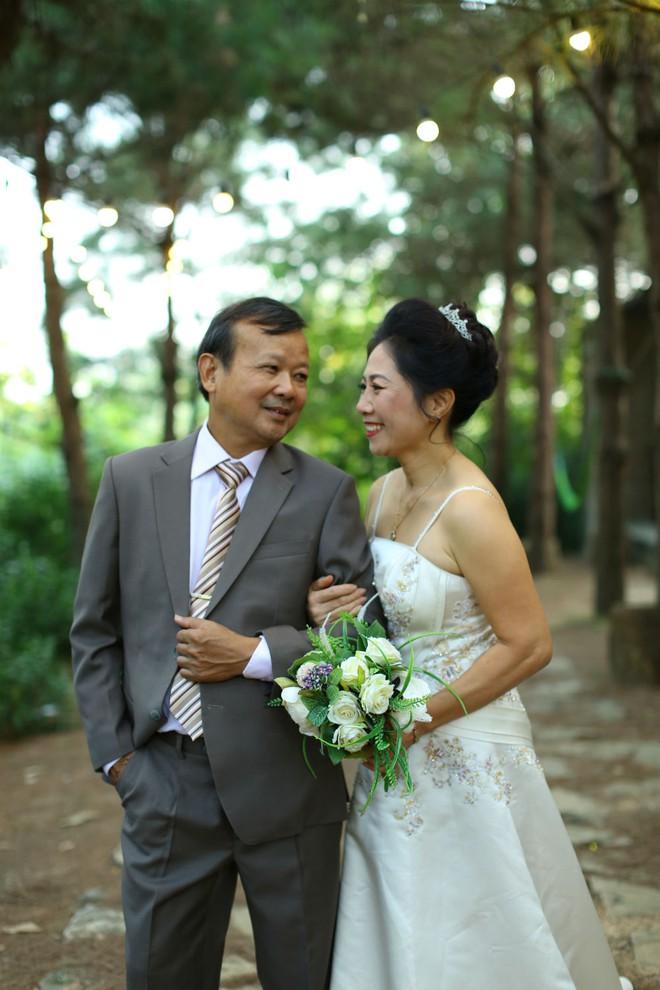 """Cả Hà Nội mới có một gia đình """"yêu tận tim"""": Ông bà, thông gia cưới cùng cô dâu, chú rể vui như thế này! - Ảnh 8."""