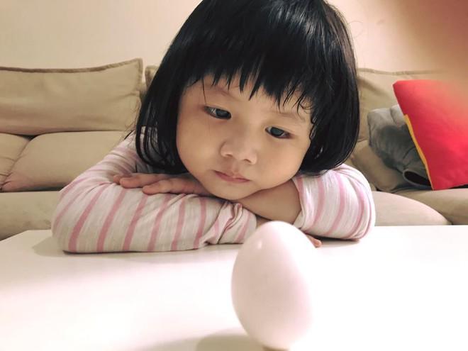 Màn đối đáp lém lỉnh giữa bố và cô con gái 2 tuổi khiến người xem đầy thích thú - Ảnh 13.