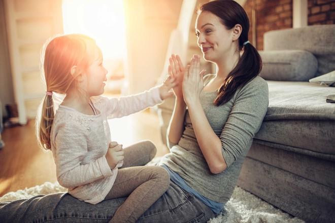 8 bí mật của những ông bố, bà mẹ nuôi dạy con thành công và hạnh phúc - Ảnh 2.