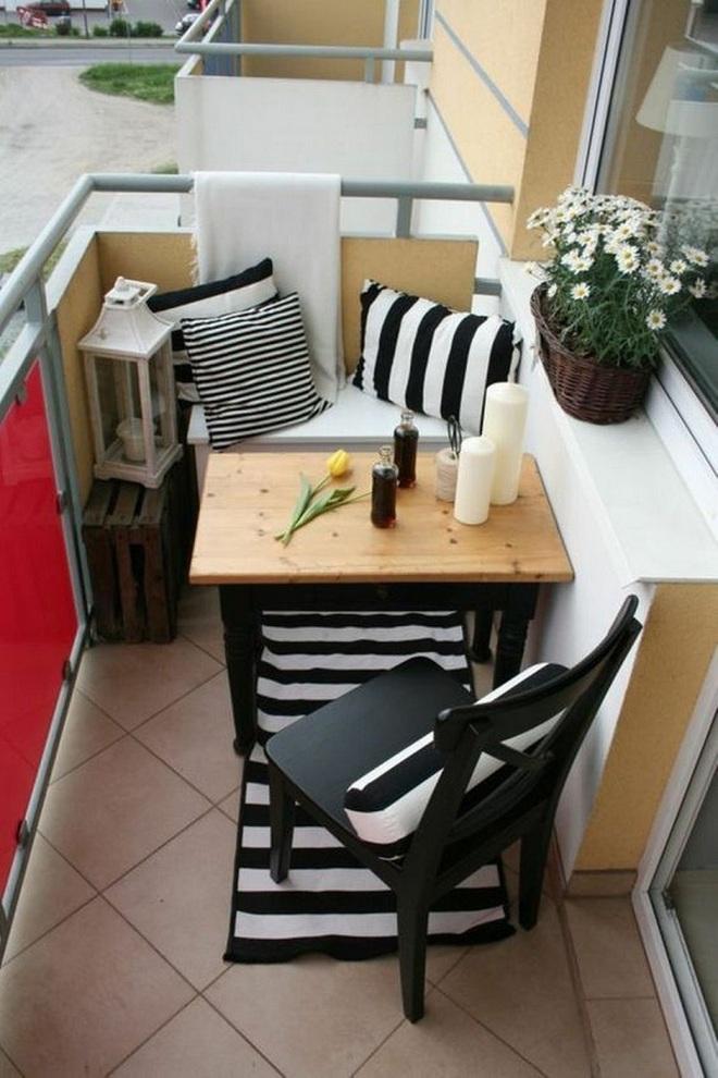 Nghệ thuật thiết kế đỉnh cao là khi ban công nhỏ thế nào vẫn bố trí được bàn ăn và ghế - Ảnh 5.