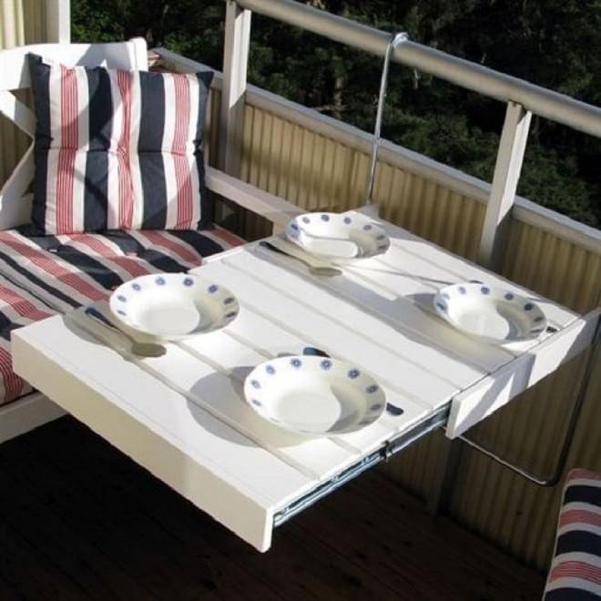 Nghệ thuật thiết kế đỉnh cao là khi ban công nhỏ thế nào vẫn bố trí được bàn ăn và ghế - Ảnh 10.
