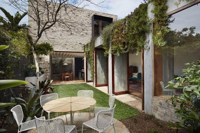 Ngôi nhà vườn phủ bóng cây xanh đẹp hút hồn cho những ngày cuối tuần bình yên - Ảnh 1.