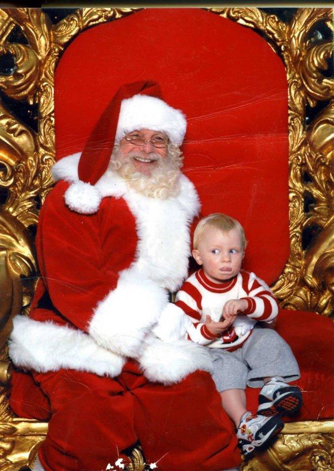 """Những khoảnh khắc """"cười ra nước mắt""""  vì không phải bé nào cũng thích Noel như cha mẹ vẫn nghĩ - Ảnh 1."""