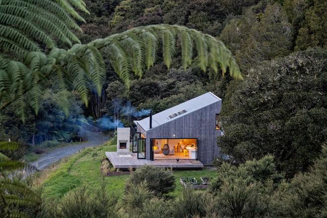 Ngôi nhà gỗ nhỏ thơ mộng bên đồi núi xanh tươi ai cũng mơ ước - Ảnh 2.