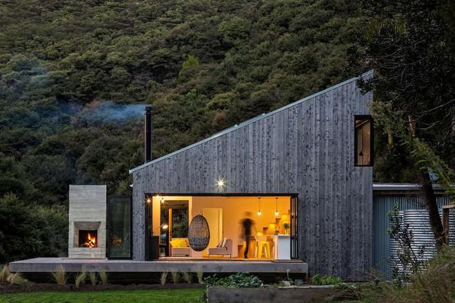 Ngôi nhà gỗ nhỏ thơ mộng bên đồi núi xanh tươi ai cũng mơ ước - Ảnh 3.