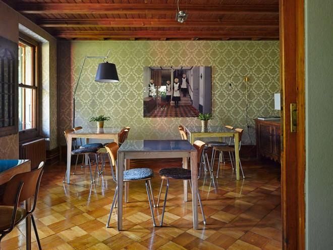 Được ở trong ngôi nhà gỗ bình yên như thế này thì chắc chắn bạn sẽ lãng quên ngay nhà phố hiện đại - Ảnh 8.