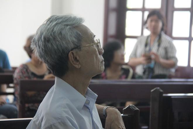 Vụ dâm ô Vũng Tàu: Nhận mức án 3 năm tù giam, bị cáo Nguyễn Khắc Thủy lớn tiếng trước tòa, một mực kêu oan - Ảnh 6.