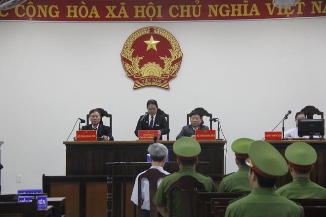 Vụ dâm ô Vũng Tàu: Nhận mức án 3 năm tù giam, bị cáo Nguyễn Khắc Thủy lớn tiếng trước tòa, một mực kêu oan - Ảnh 2.