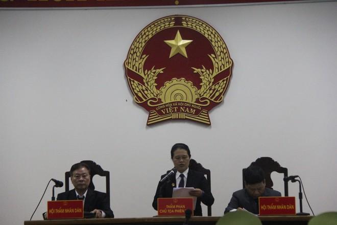 Vụ dâm ô Vũng Tàu: Nhận mức án 3 năm tù giam, bị cáo Nguyễn Khắc Thủy lớn tiếng trước tòa, một mực kêu oan - Ảnh 8.
