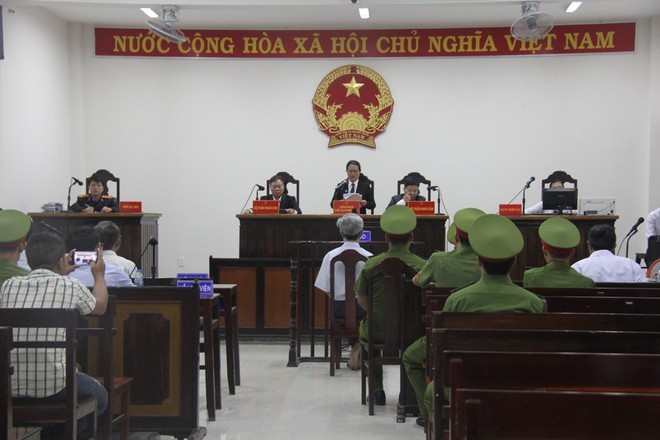 Vụ dâm ô Vũng Tàu: Nhận mức án 3 năm tù giam, bị cáo Nguyễn Khắc Thủy lớn tiếng trước tòa, một mực kêu oan - Ảnh 7.