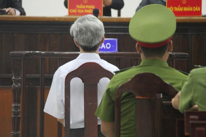 Vụ dâm ô Vũng Tàu: Nhận mức án 3 năm tù giam, bị cáo Nguyễn Khắc Thủy lớn tiếng trước tòa, một mực kêu oan - Ảnh 3.