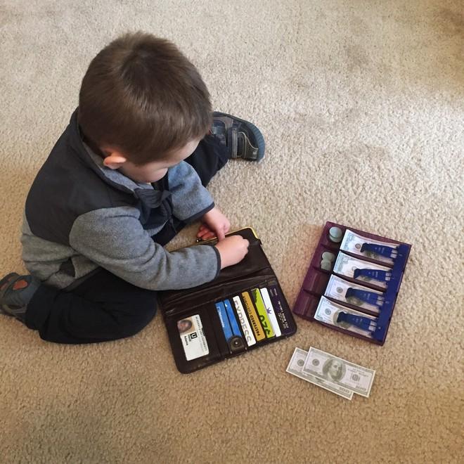 Những món đồ chơi chẳng tốn tiền mua, lại có ngay trong nhà mà đứa trẻ nào cũng mê tít - Ảnh 2.