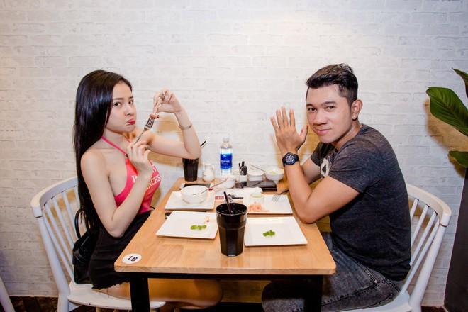 Kaity Nguyễn xinh xắn diện đầm kín như bưng xuất hiện bên bạn trai Will - Ảnh 9.
