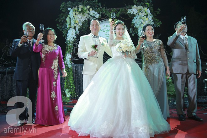 Nghi vấn Quán quân Vietnam Idol 2014 Nhật Thủy có bầu 4 tháng trong đám cưới với bạn doanh nhân - Ảnh 2.