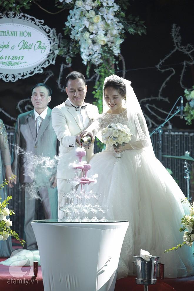 Nghi vấn Quán quân Vietnam Idol 2014 Nhật Thủy có bầu 4 tháng trong đám cưới với bạn doanh nhân - Ảnh 4.