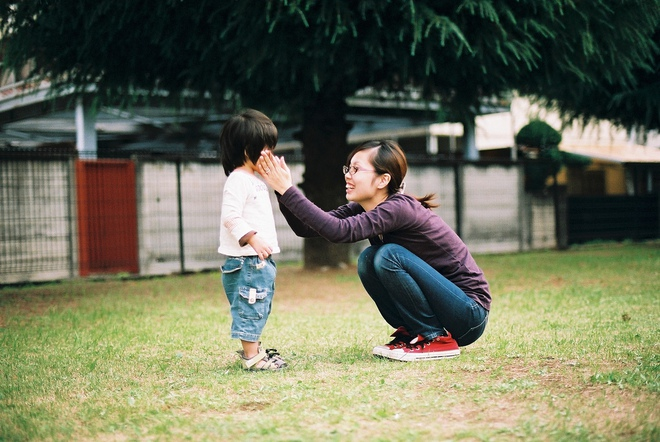 """""""5 phút thủ thỉ"""" và """"cái ôm 8 giây"""" - hai cách dạy con ngoan được nhiều cha mẹ Nhật áp dụng - Ảnh 1."""