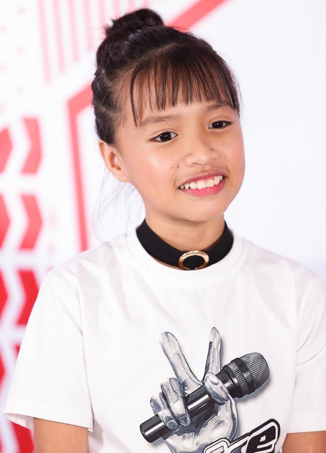 Cô bé hát lô tô Khả Vy: Con theo gánh lô tô vì đam mê và để kiếm tiền cho gia đình - Ảnh 2.