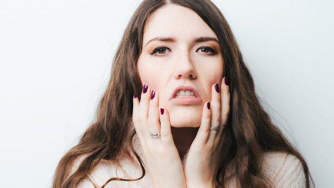 Điều gì thực sự xảy ra với da mặt khi bạn đi ngủ không tẩy trang - Ảnh 8.