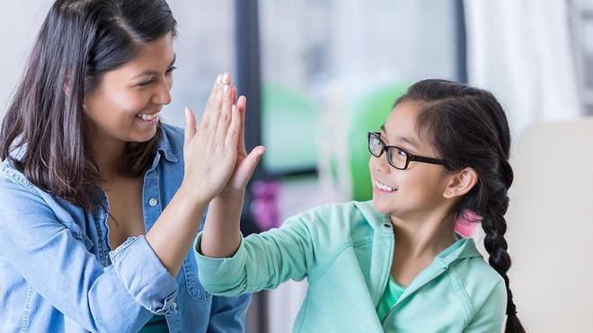 Đứa trẻ bản lĩnh và tự tin luôn được bố mẹ dạy theo 5 nguyên tắc này - Ảnh 2.