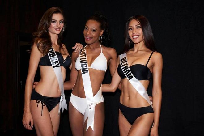 Nguyễn Thị Loan khoe đường cơ bụng khiến các thí sinh Âu Mỹ phải chạy dài trong đêm sơ kết Miss Universe 2017 - Ảnh 2.