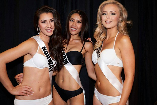 Nguyễn Thị Loan khoe đường cơ bụng khiến các thí sinh Âu Mỹ phải chạy dài trong đêm sơ kết Miss Universe 2017 - Ảnh 1.