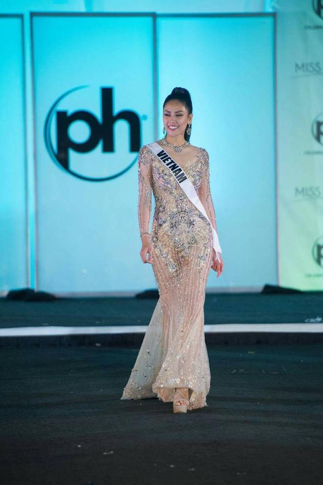 Nguyễn Thị Loan khoe đường cơ bụng khiến các thí sinh Âu Mỹ phải chạy dài trong đêm sơ kết Miss Universe 2017 - Ảnh 9.