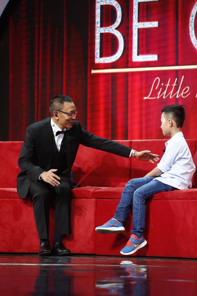 Cậu bé 8 tuổi đến từ nước Anh gây sửng sốt khi vừa đánh piano vừa bịt mắt - Ảnh 8.
