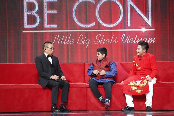 Lại Văn Sâm khen lấy khen để cậu bé Ấn Độ nhảy múa, diễn trò cực vui nhộn  - Ảnh 2.