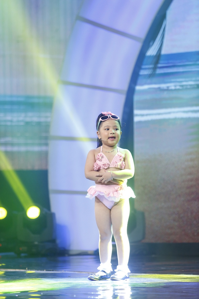 Hiện tượng piano 5 tuổi khiến Lại Văn Sâm phải xin lỗi cháu gái trên sóng truyền hình - Ảnh 8.