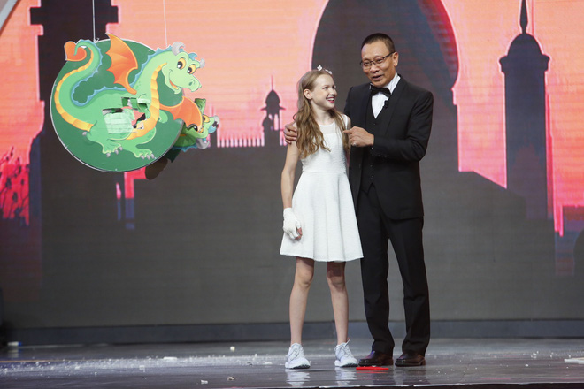 Cười nghiêng ngả xem Lại Văn Sâm đóng vai công chúa, chờ cô bé 10 tuổi đến giải cứu - Ảnh 3.