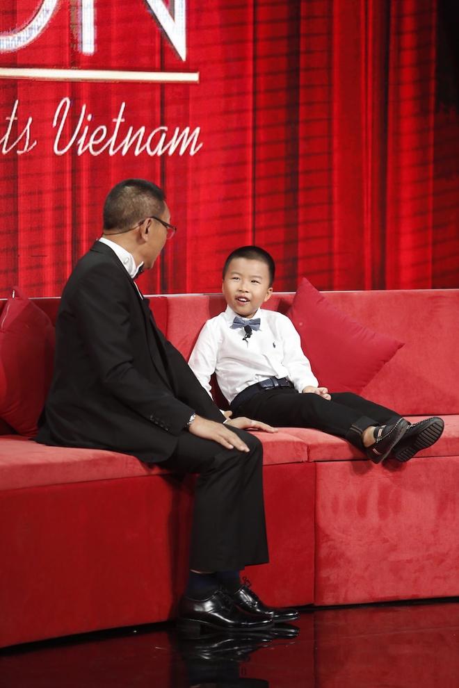 Hiện tượng piano 5 tuổi khiến Lại Văn Sâm phải xin lỗi cháu gái trên sóng truyền hình - Ảnh 2.