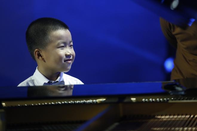 Hiện tượng piano 5 tuổi khiến Lại Văn Sâm phải xin lỗi cháu gái trên sóng truyền hình - Ảnh 4.