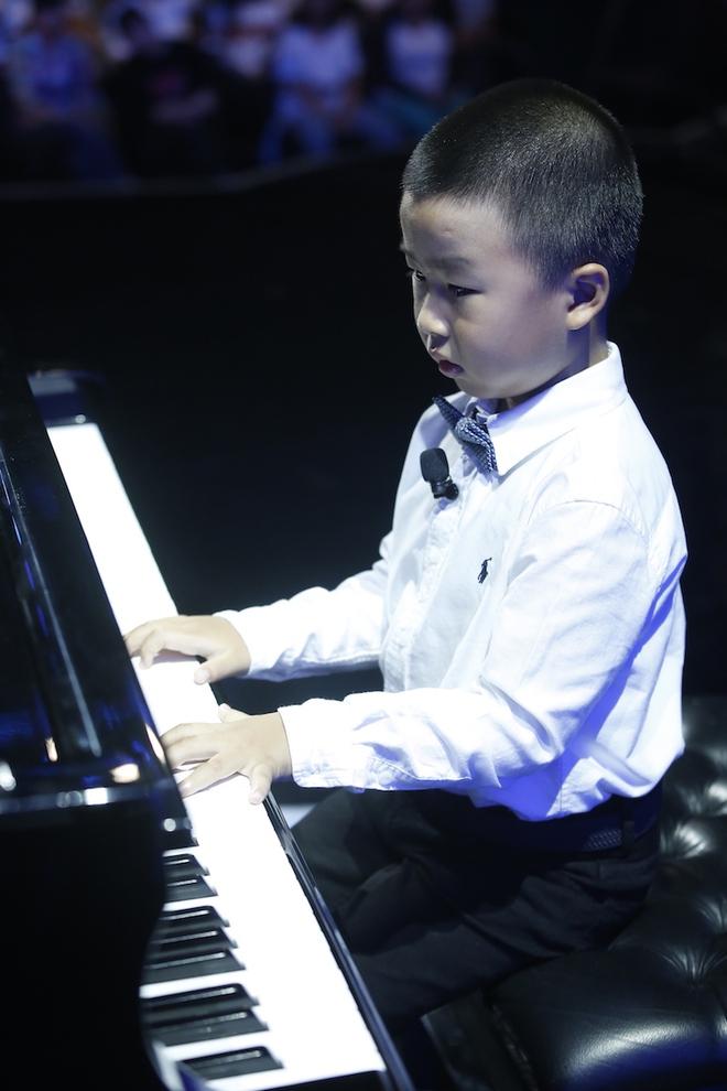 Hiện tượng piano 5 tuổi khiến Lại Văn Sâm phải xin lỗi cháu gái trên sóng truyền hình - Ảnh 5.