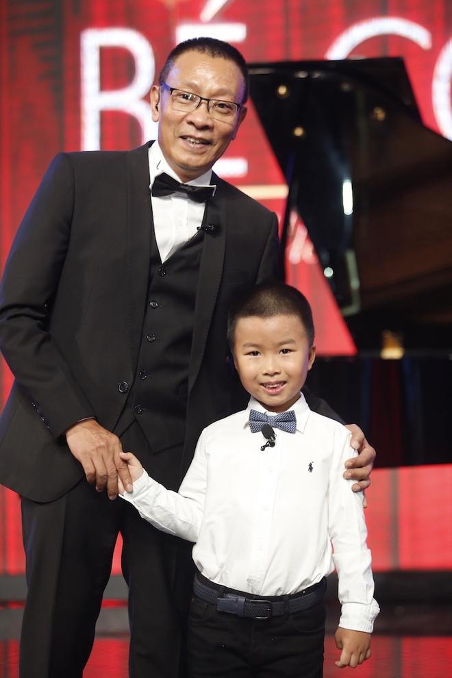 Hiện tượng piano 5 tuổi khiến Lại Văn Sâm phải xin lỗi cháu gái trên sóng truyền hình - Ảnh 6.