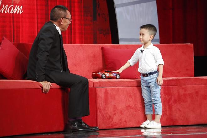 Lại Văn Sâm sửng sốt vì cậu bé 5 tuổi biết tất tần tật các loại xe hơi trên thế giới - Ảnh 2.